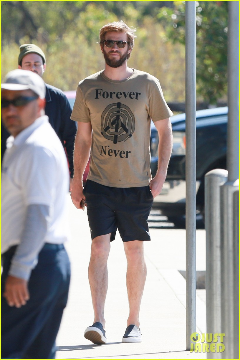 miley cyrus joins liam hemsworth for a surf sesh 033868651