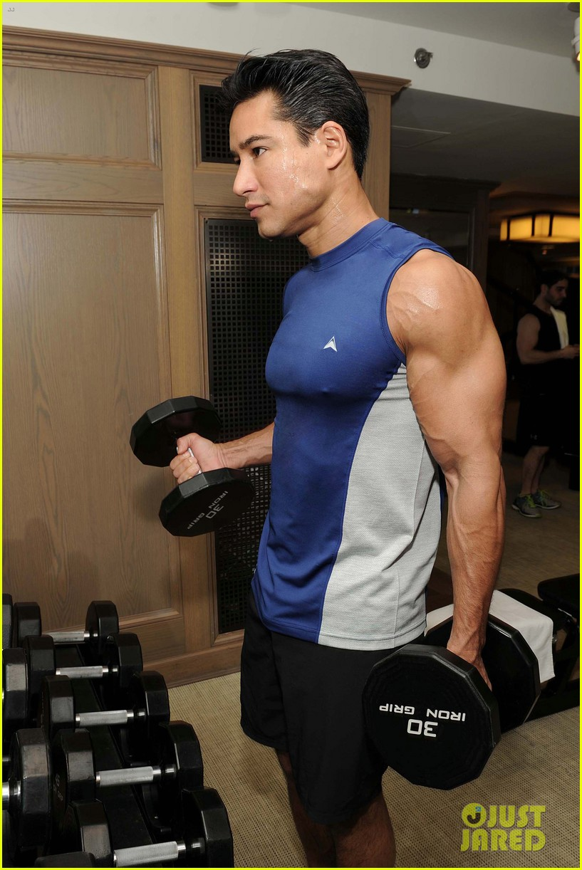 mario lopez puts his muscles to work in these new gym pics 023878374