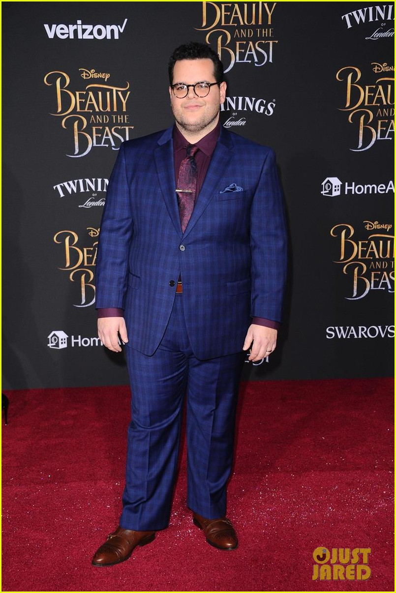 dan luke suit up for the beauty beast premiere 073869374