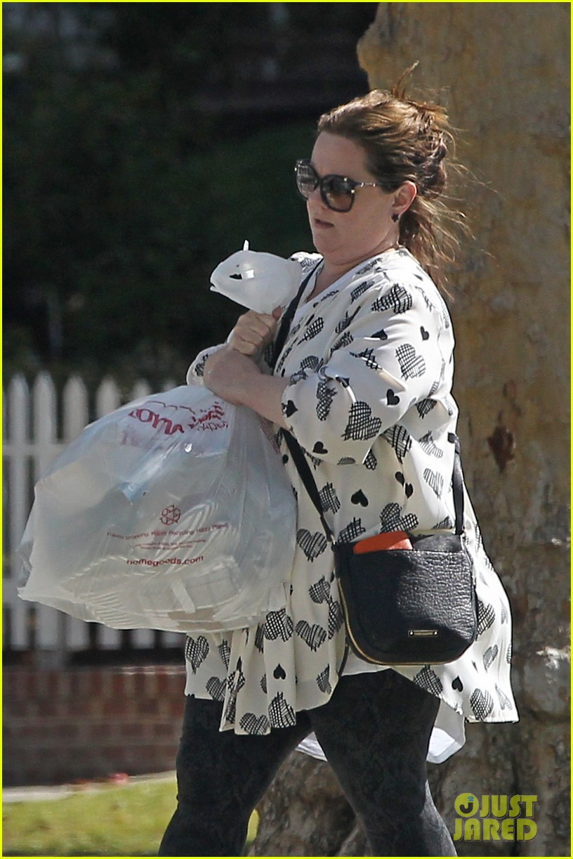 melissa mccarthy shopping home goods 023878636