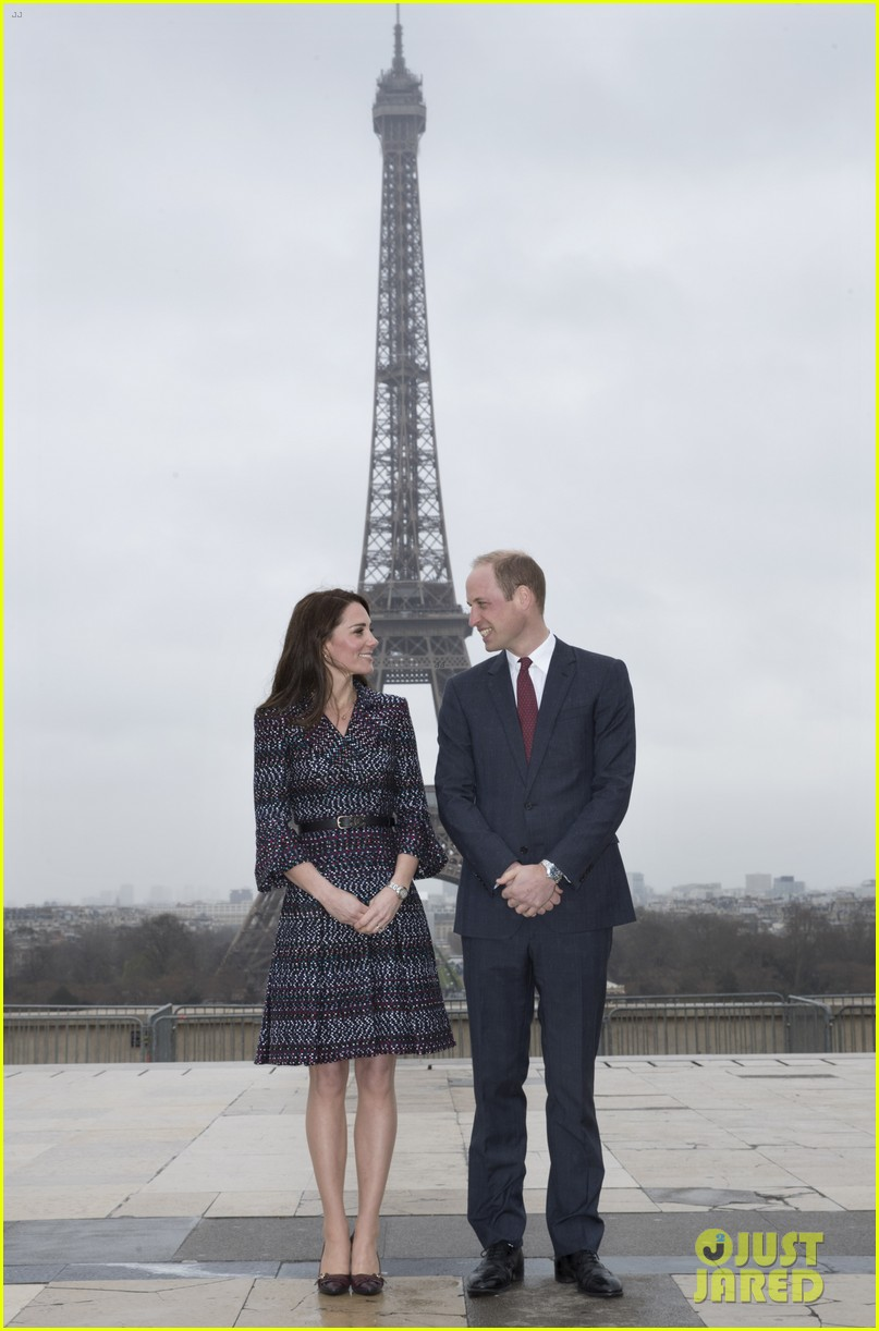 kate middleton prince william join rugby team eiffel tower 033875711