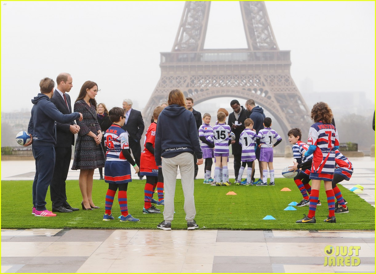 kate middleton prince william join rugby team eiffel tower 083875716