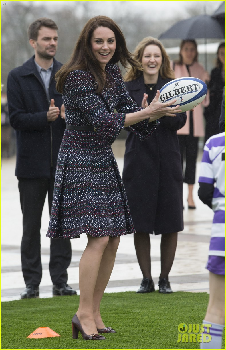 kate middleton prince william join rugby team eiffel tower 223875730