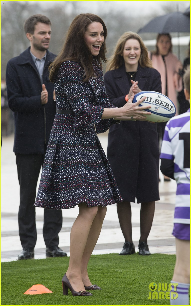 kate middleton prince william join rugby team eiffel tower 283875736
