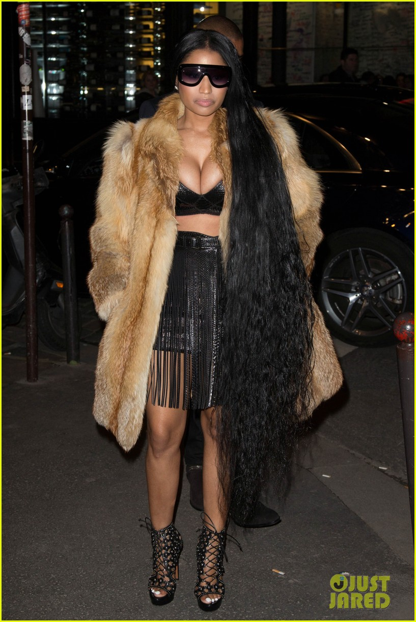 nicki minaj shows off her inches at intimate v mag paris fashion week dinner 013871319