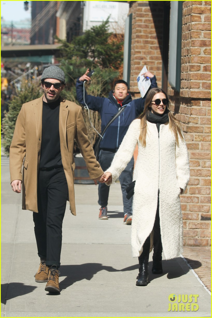 elizabeth olsen holds hands with mystery guy in new york 033876529