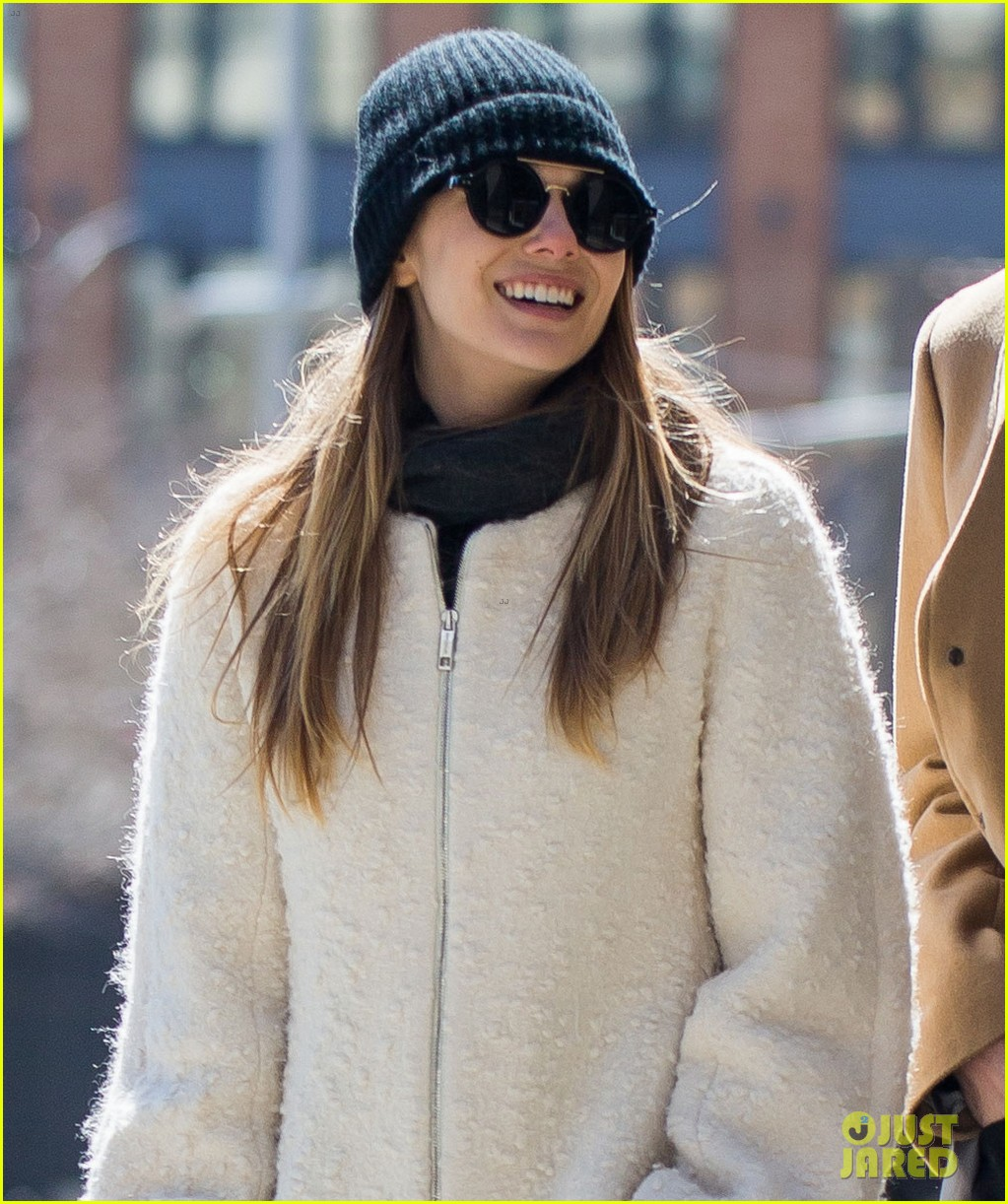elizabeth olsen holds hands with mystery guy in new york 083876534