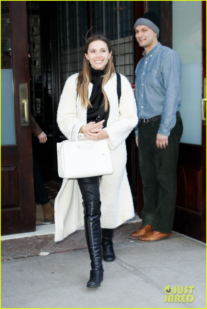 elizabeth olsen holds hands with mystery guy in new york 093876535