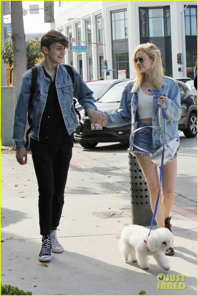 nicola peltz boyfriend anwar hadid go to lunch with her dog 023873968