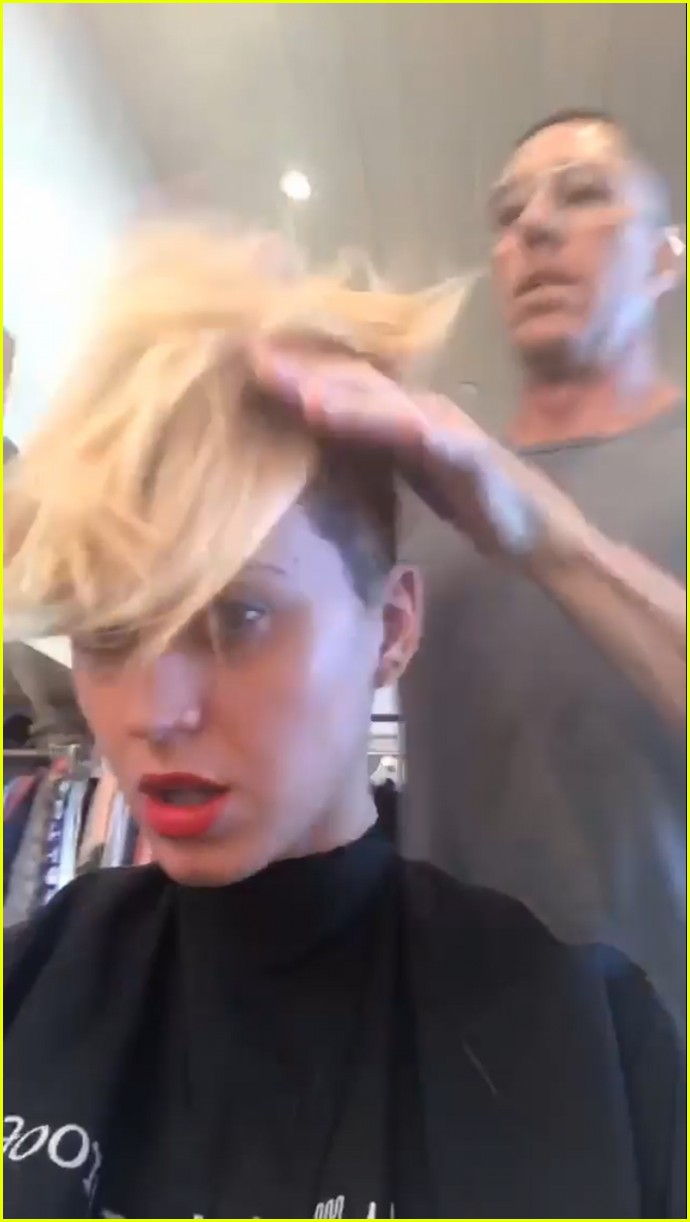Katy Perry Debuts New Short Haircut Channels Miley Cyrus Photo