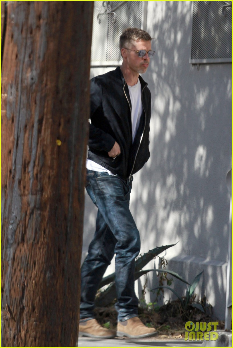 brad pitt appears slimmed down in new photos 053880558