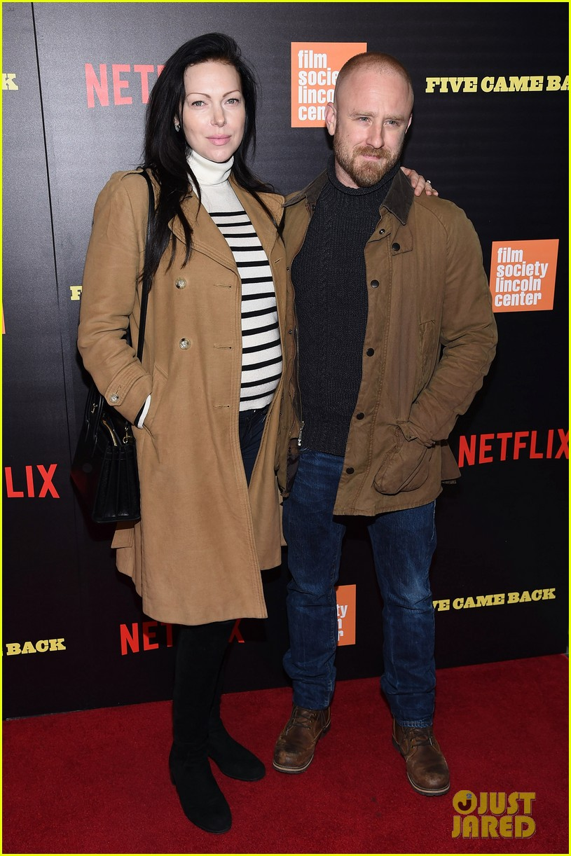 ben foster pregnant fiancee laura prepon bring baby bump to five came back world premiere 033879126