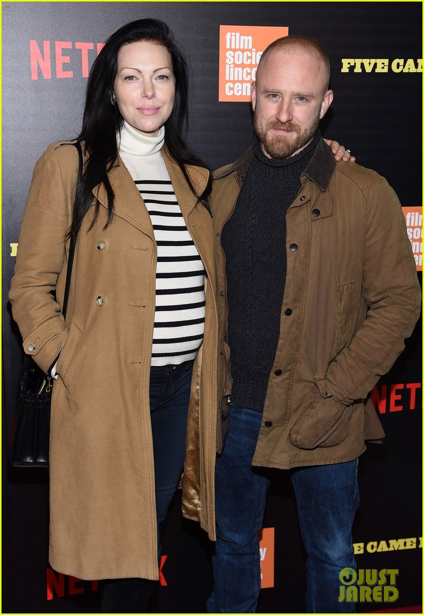 ben foster pregnant fiancee laura prepon bring baby bump to five came back world premiere 103879133