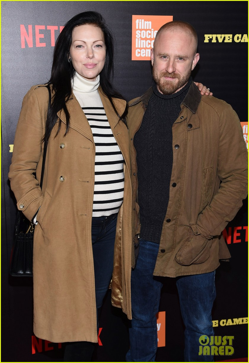 ben foster pregnant fiancee laura prepon bring baby bump to five came back world premiere 143879137