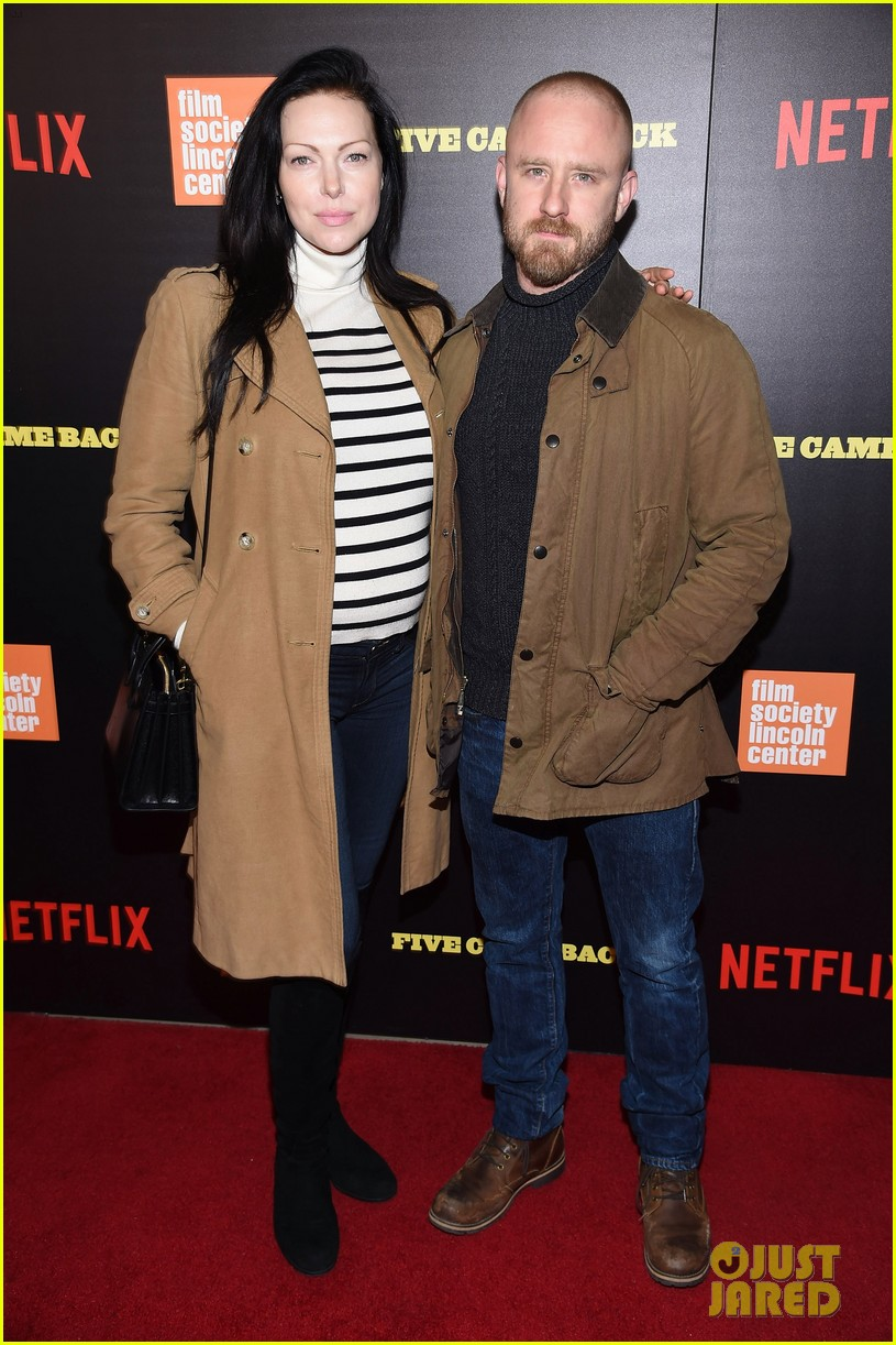 ben foster pregnant fiancee laura prepon bring baby bump to five came back world premiere 153879138