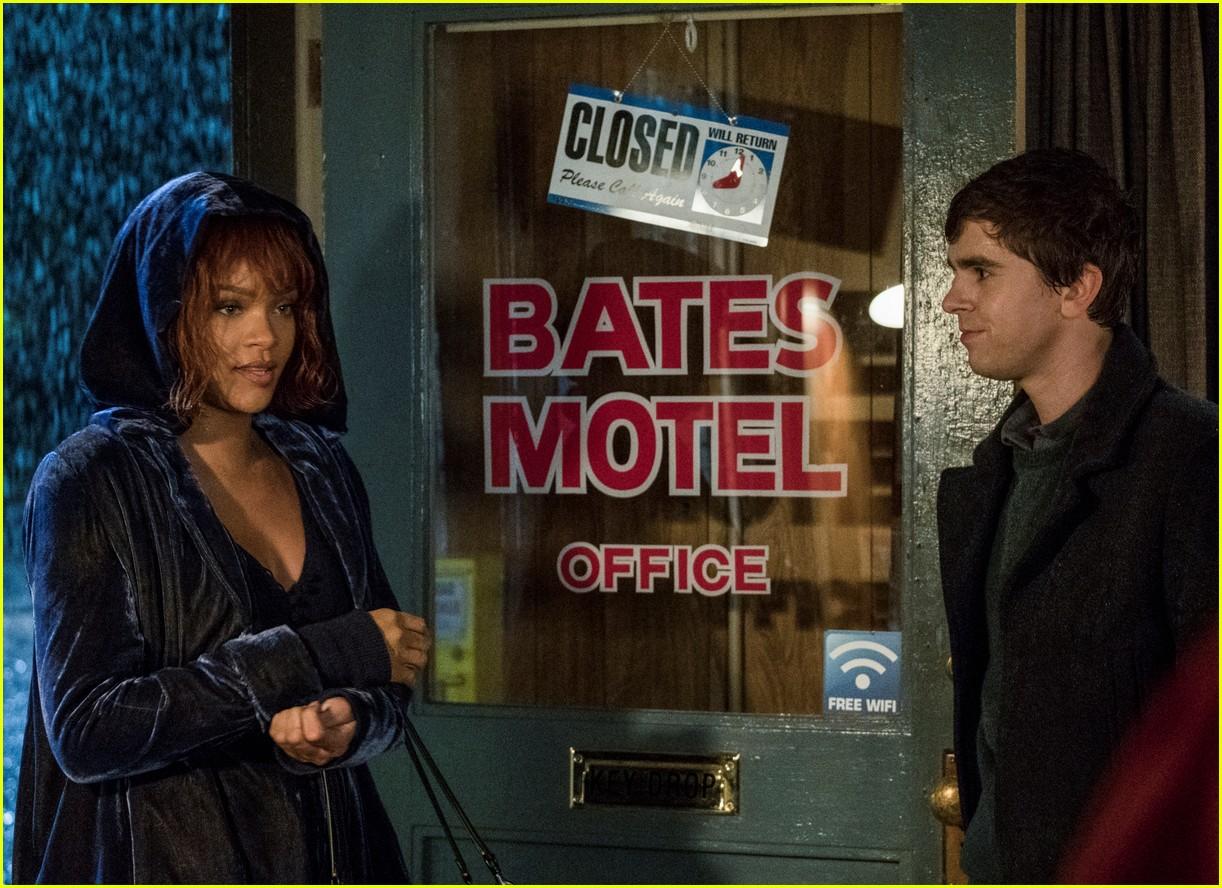 rihanna bates motel stills 043876574