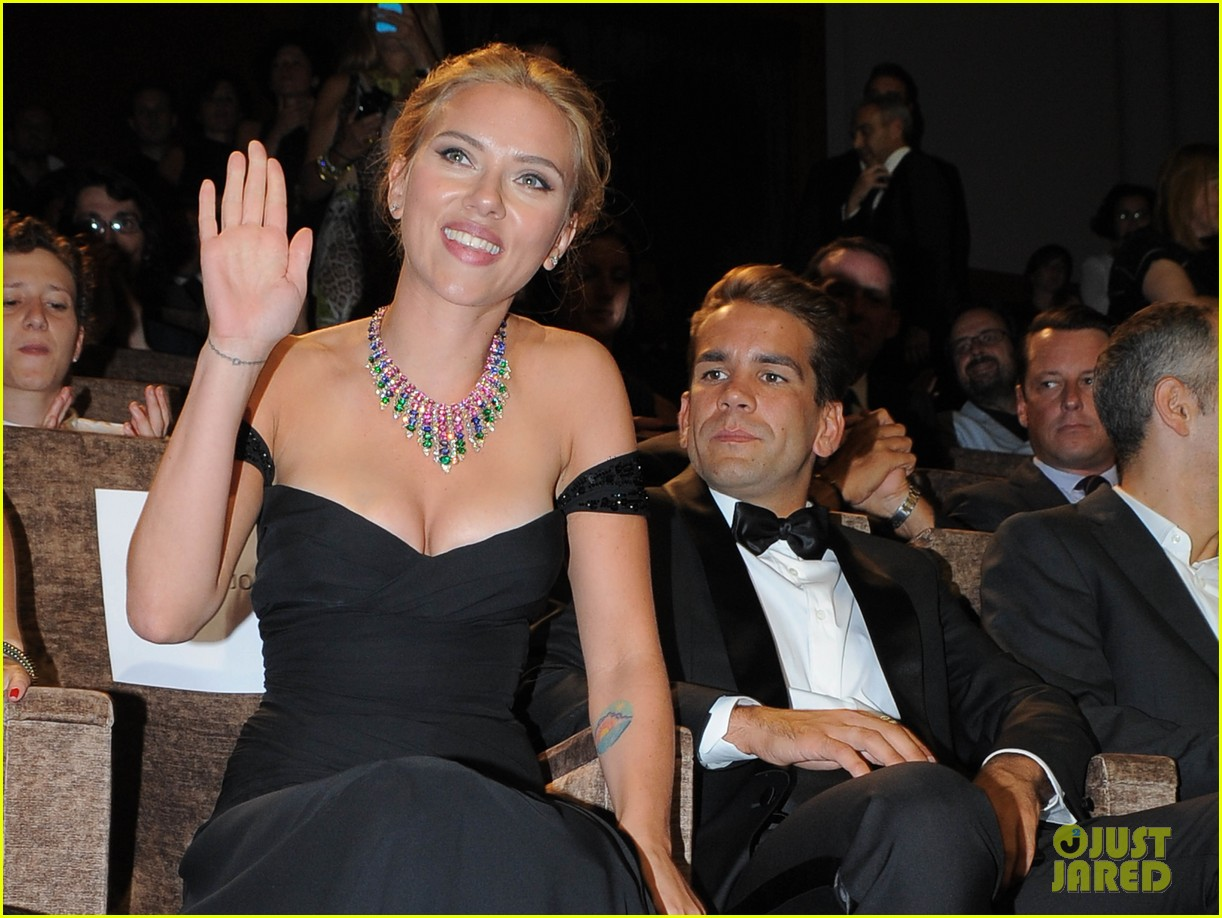 scarlett johansson files for divorce from romain dauriac 023871159
