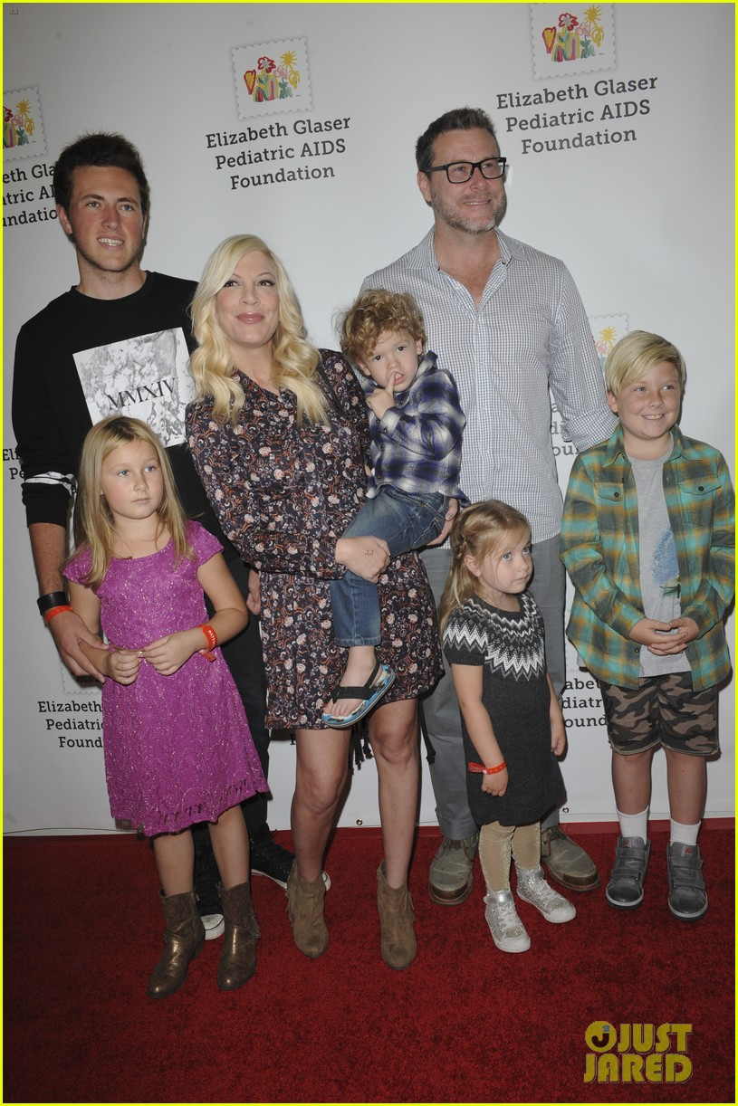 tori spelling welcomes son beau 023869319