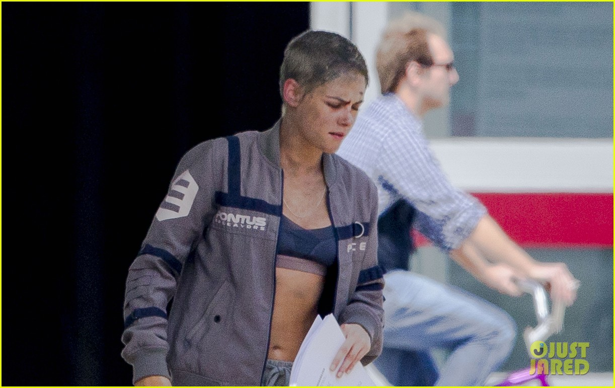 kristen stewart cut up bloody movie set 043876588