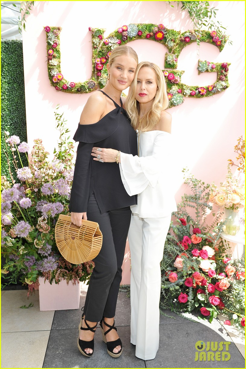 pregnant rosie huntington whiteley helps rachel zoe celebrate her spring ugg collection 013874678