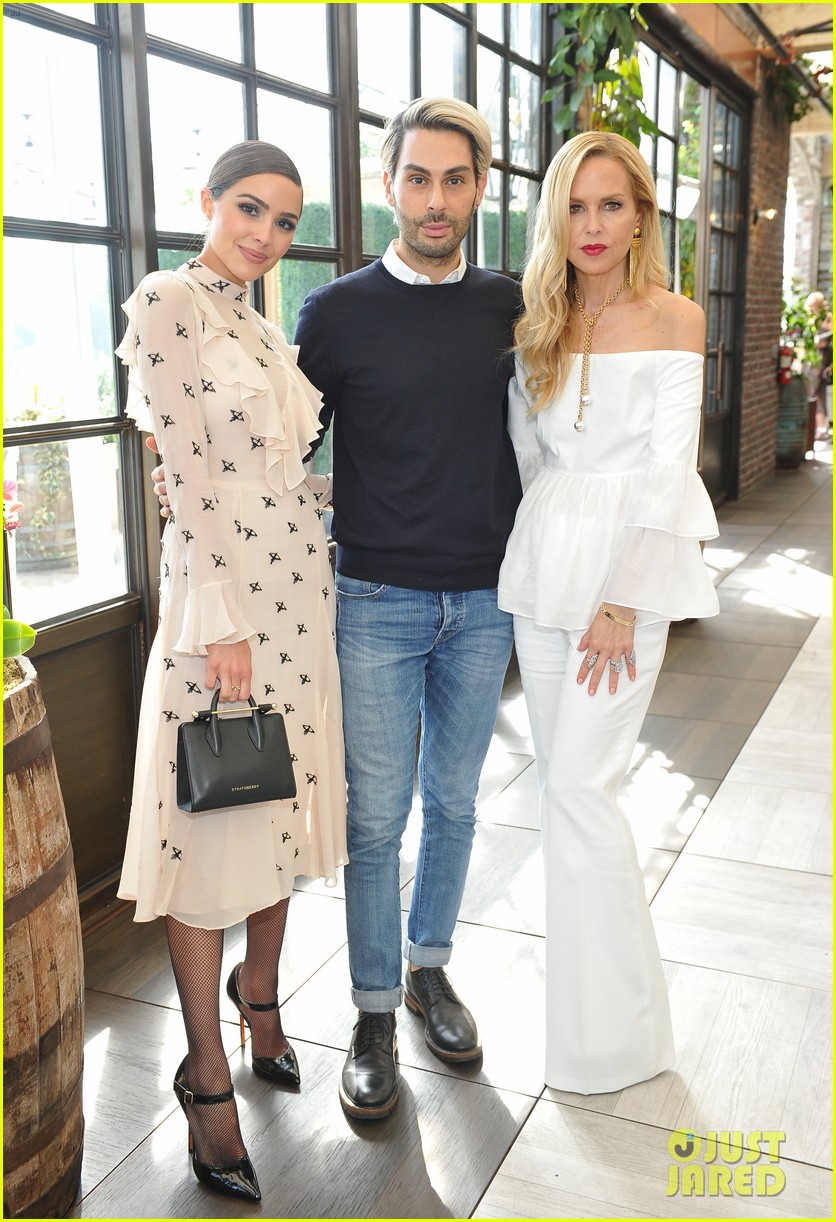 pregnant rosie huntington whiteley helps rachel zoe celebrate her spring ugg collection 033874680