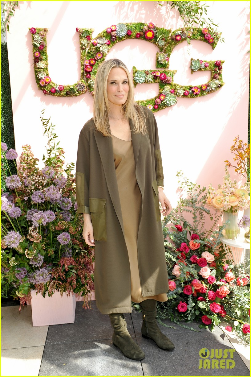 pregnant rosie huntington whiteley helps rachel zoe celebrate her spring ugg collection 043874681