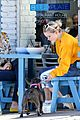 reese witherspoon daughter ava take their dog to lunch 05