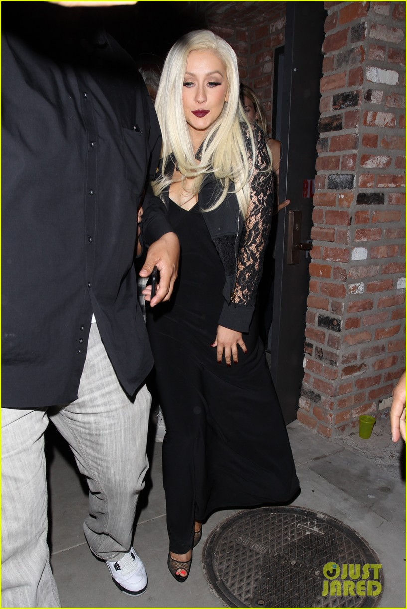 christina aguilera steps out in rare appearance 043890804