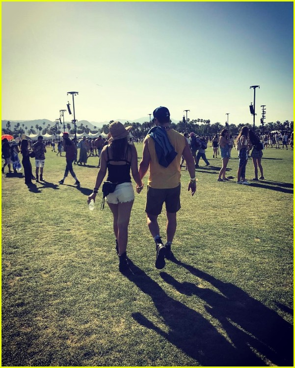 stephen amell wife coachella 043887403