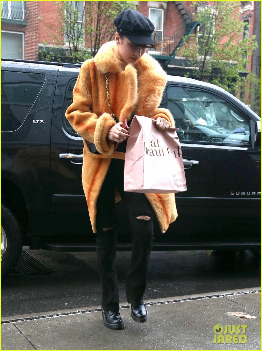 bella hadid gets fashionable in nyc 073890839