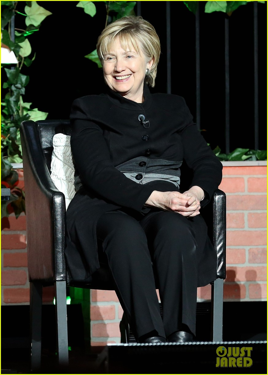 hillary clinton makes surprise appearance at tribeca 013889568