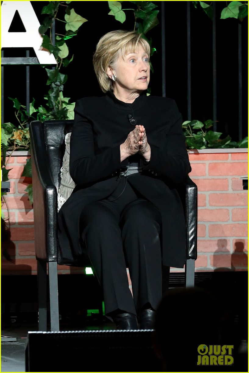 hillary clinton makes surprise appearance at tribeca 033889570