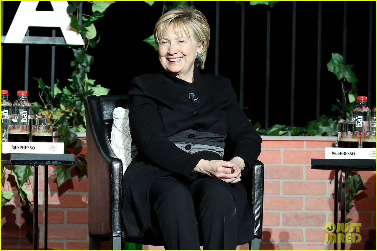 hillary clinton makes surprise appearance at tribeca 043889571
