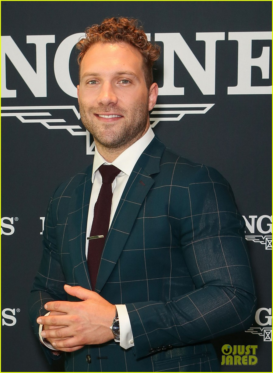 jai courtney and girlfriend mecki dent look picture perfect at championships race day 013884055