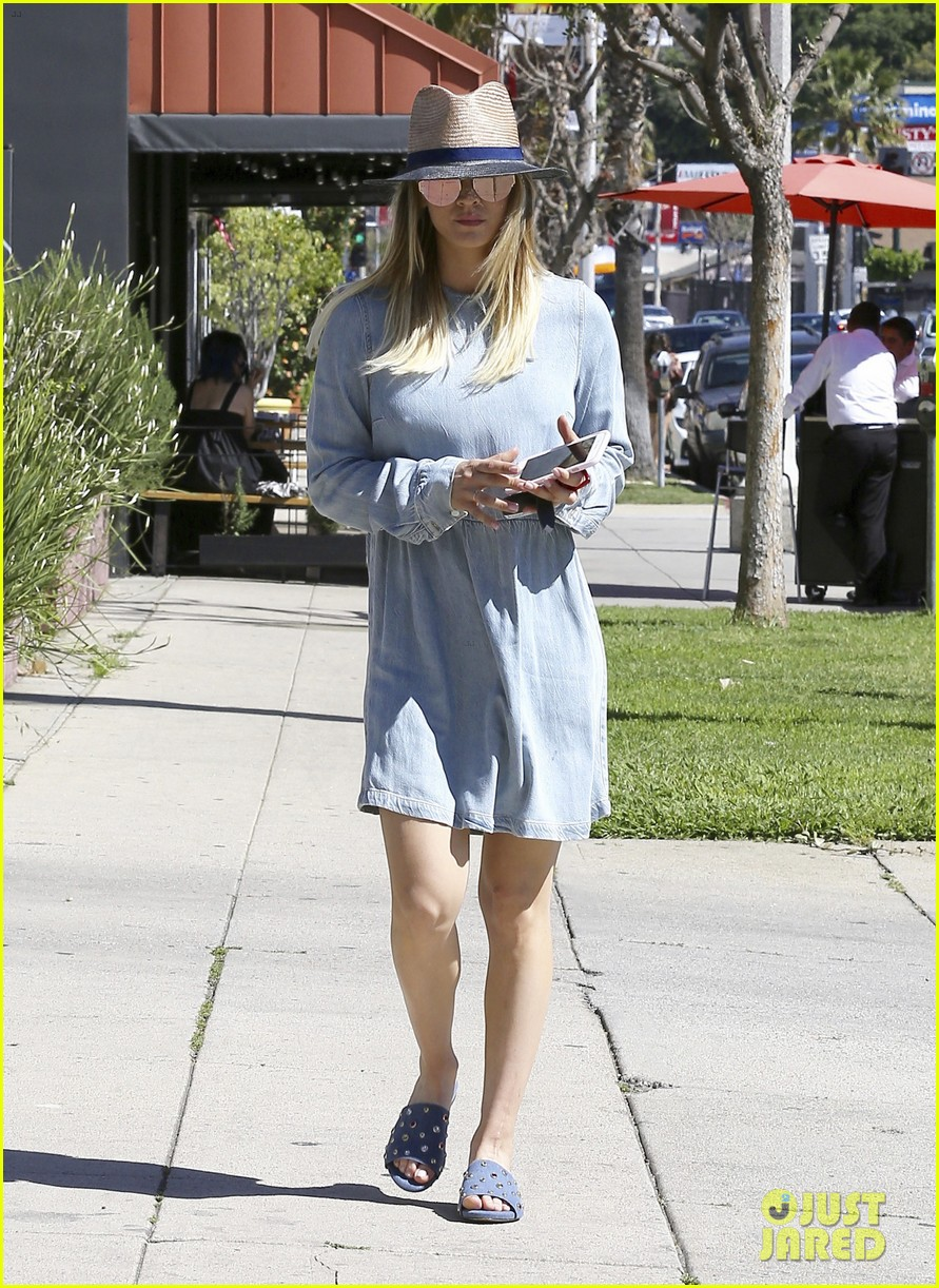 kaley cuoco baby fever 023881625