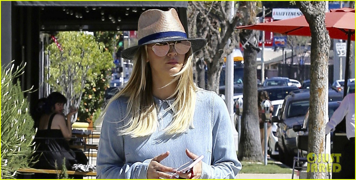 kaley cuoco baby fever 033881626