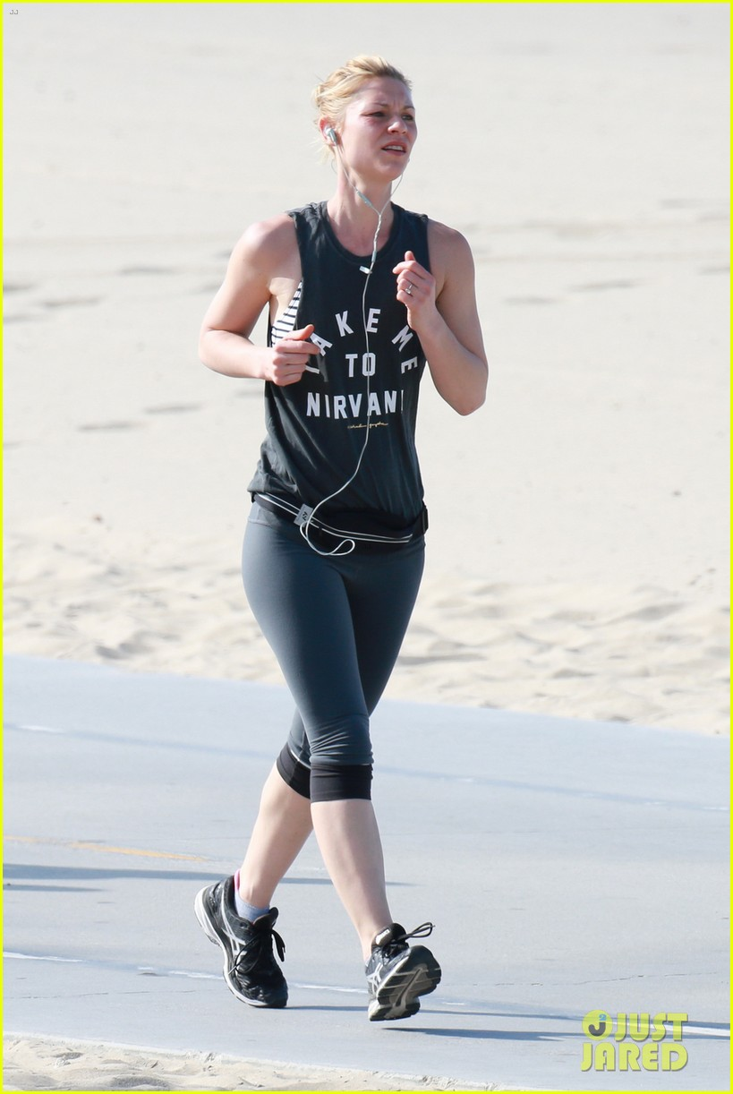 Full Sized Photo of claire danes goes for morning jog on ... Claire Danes