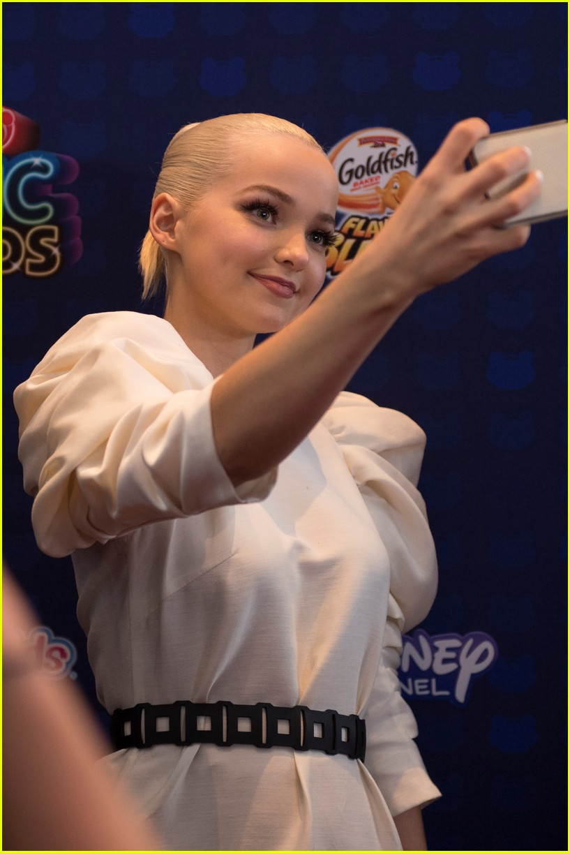 dove cameron sabrina carpenter sofia carson radio disney music awards 063891929