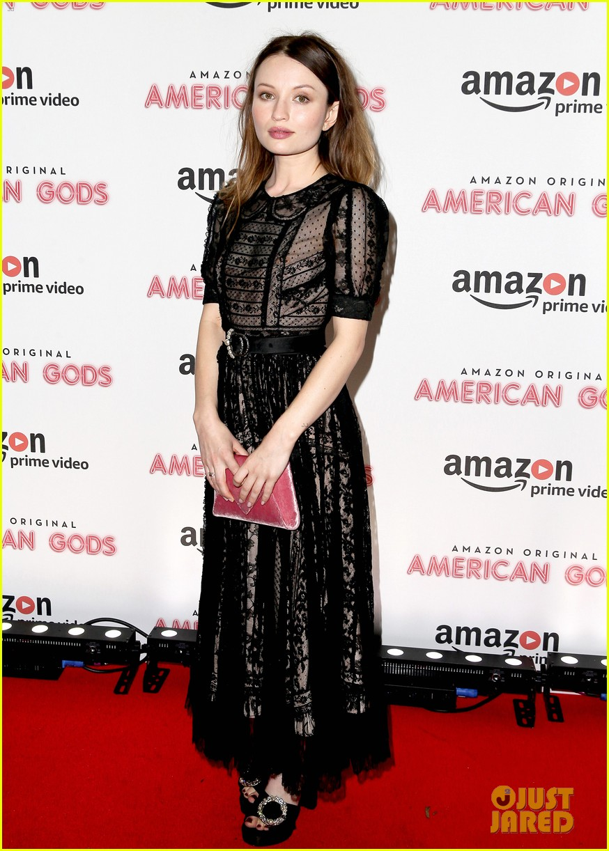 emily browning daisy lowe premiere american gods 013883419