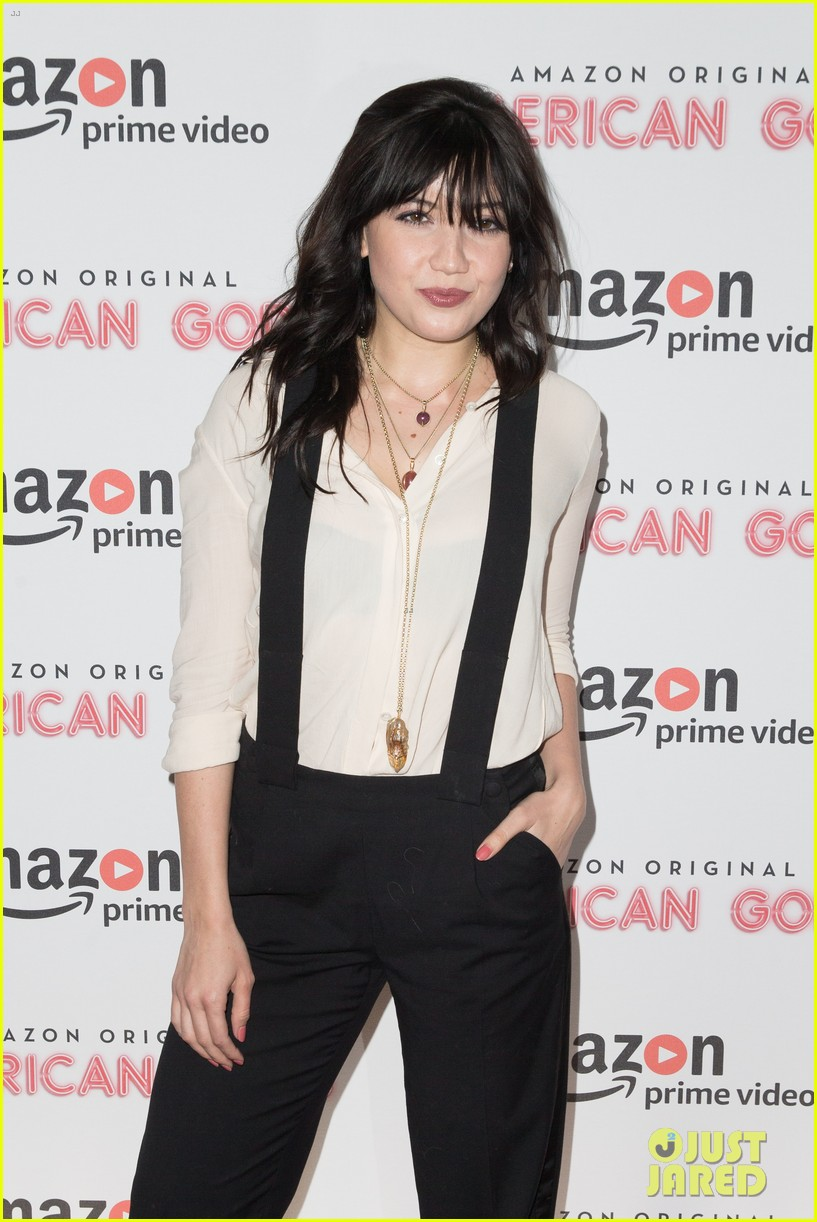 emily browning daisy lowe premiere american gods 023883420