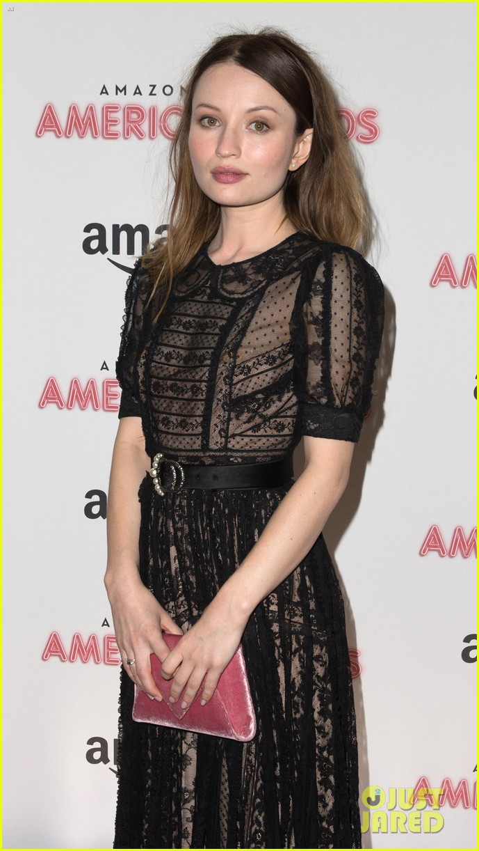 emily browning daisy lowe premiere american gods 033883421