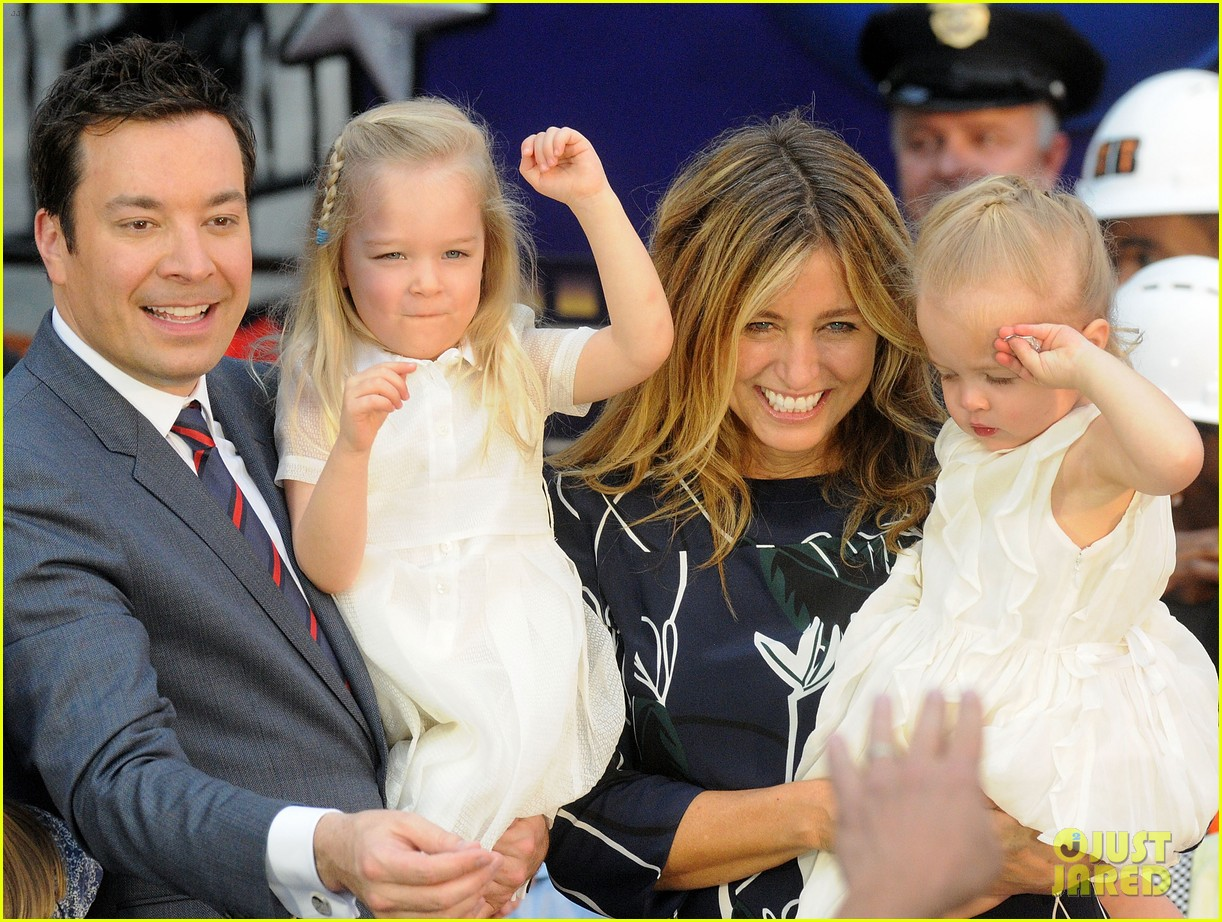 jimmy fallon brings his wife kids to ride opneing at universal orlando 033883286