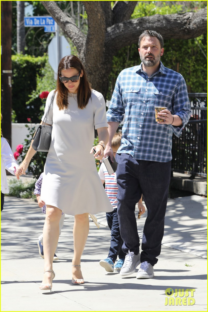 jennifer garner ben affleck reunite for sunday church service073892325