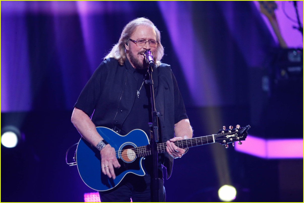 watch the bee gees barry gibb perform at grammy tribute 023886950