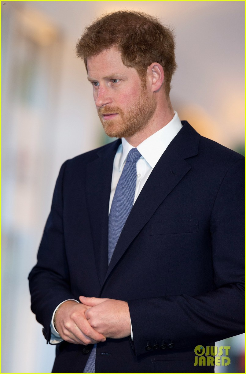 prince harry honors his mom work to eliminate landmines 063882067