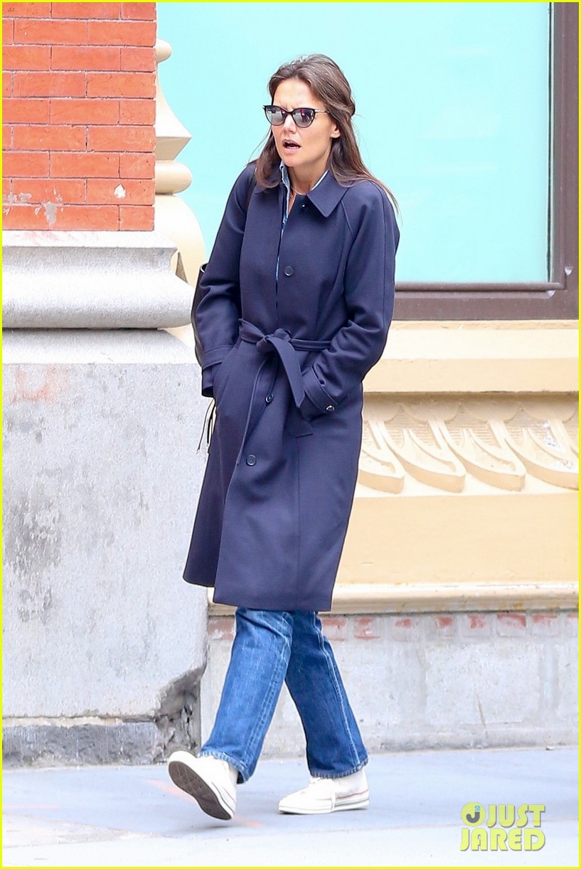 katie holmes loves her converse sneakers 023890600