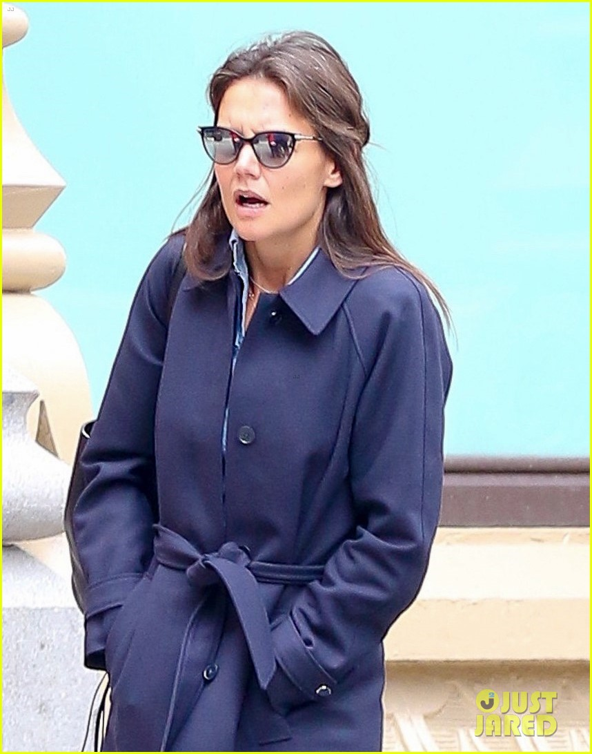 katie holmes loves her converse sneakers 033890601