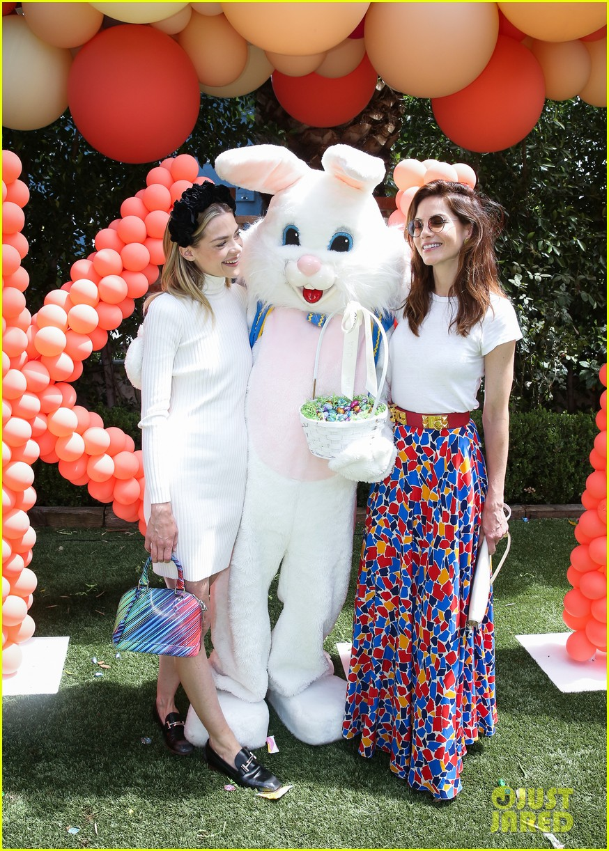 jaime king michelle monaghan easter egg hunting 123884559