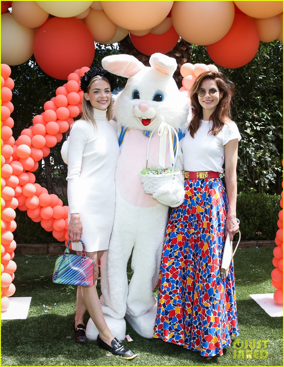 jaime king michelle monaghan easter egg hunting 133884560
