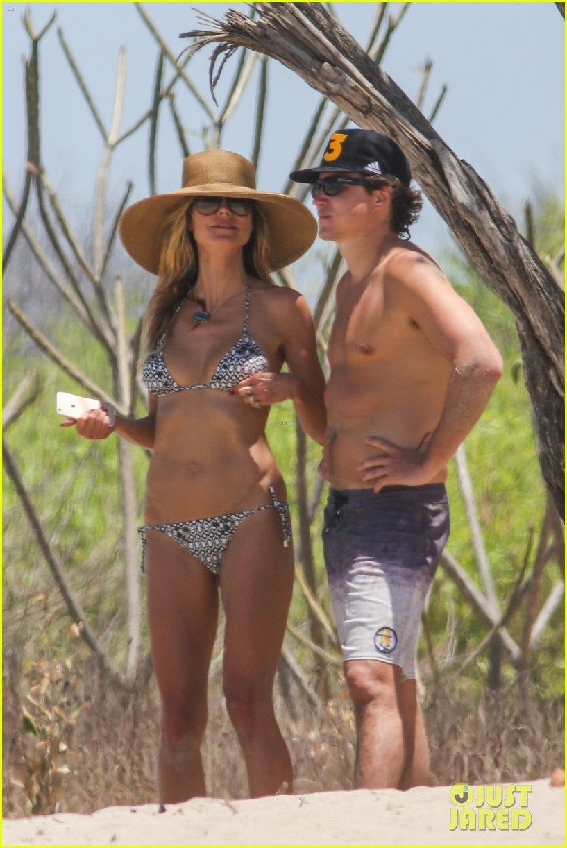topless rica